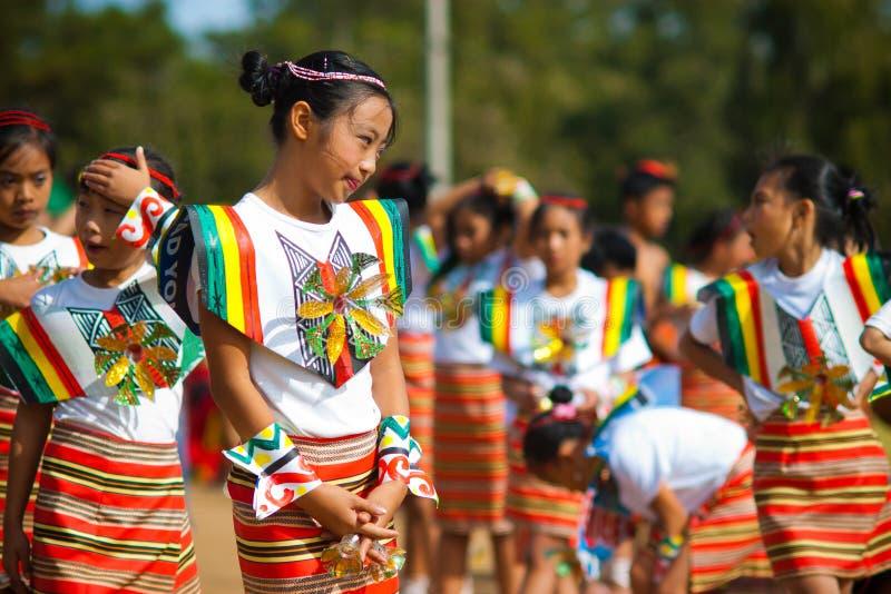 Retrato da menina com roupa tradicional do Igorot foto de stock