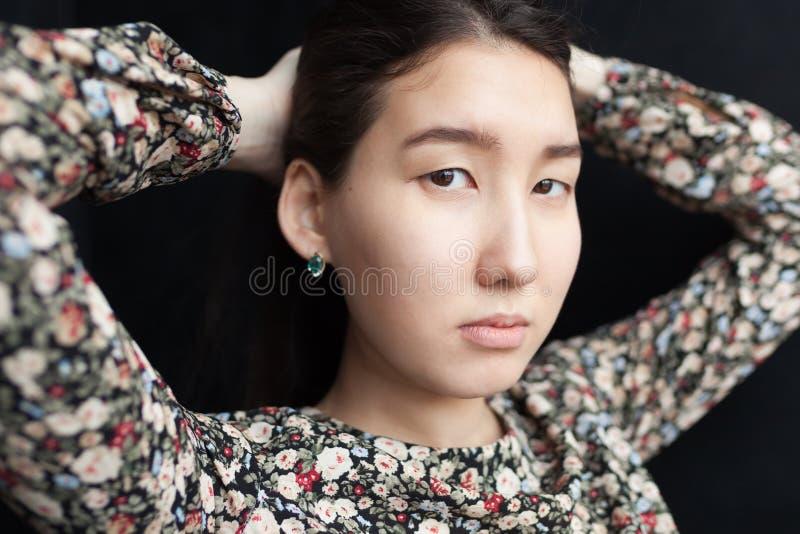 Retrato da menina consideravelmente asiática imagens de stock
