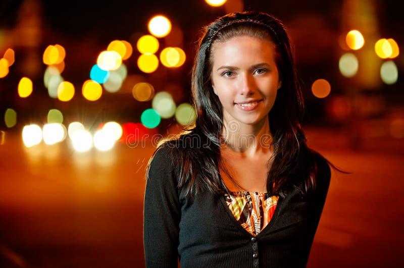 Retrato da menina dark-haired agradável imagens de stock royalty free