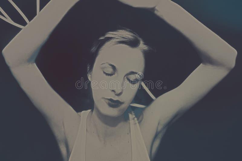 Retrato da menina de sonho bonita nova imagens de stock