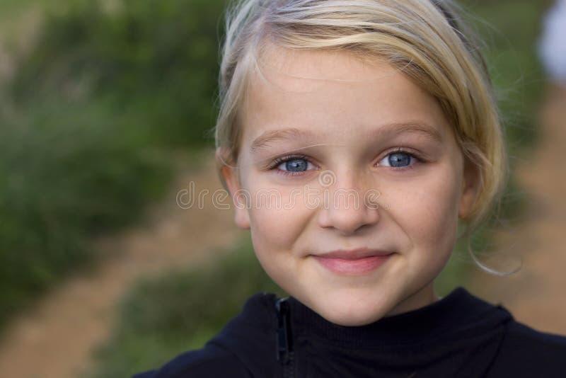 Retrato da menina de sorriso imagens de stock royalty free