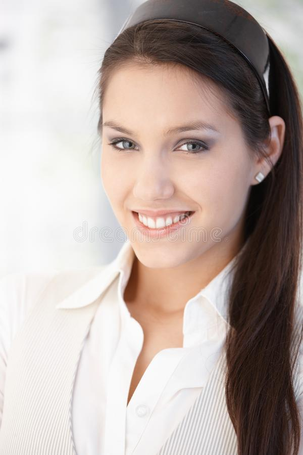 Retrato da menina de sorriso bonita imagem de stock royalty free