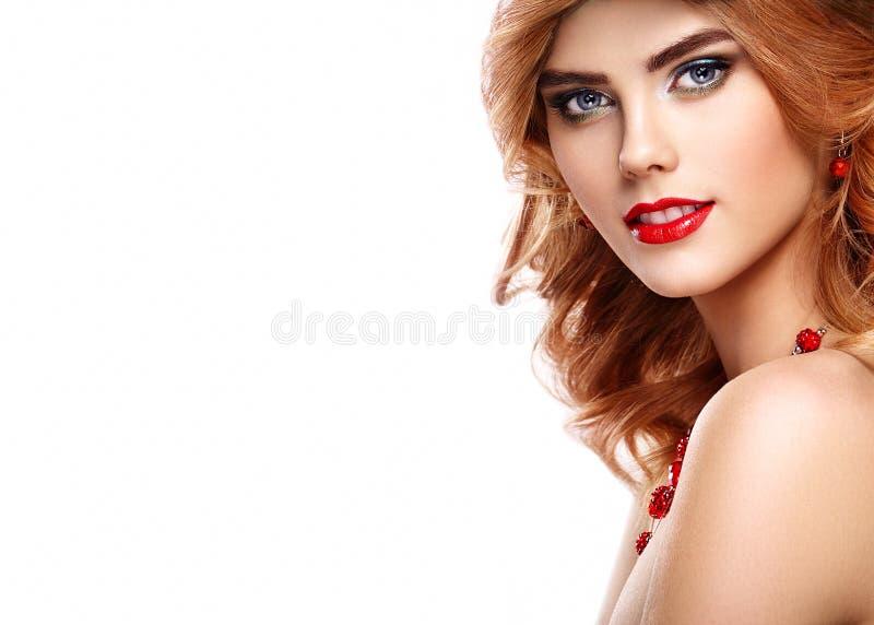 Retrato da menina do ruivo do modelo de forma da beleza fotos de stock