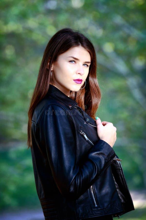 Retrato da menina do russo, meio busto, luz natural, close-up imagens de stock royalty free