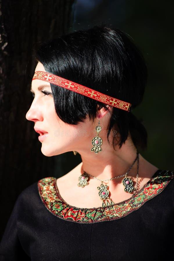 Retrato da menina em um vestido medieval fotografia de stock