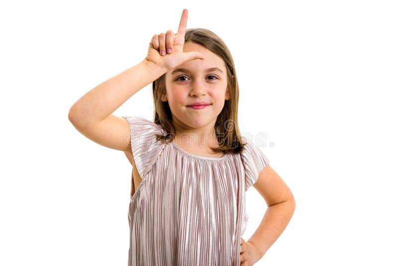 Retrato da menina feliz que faz o gesto de m?o do vencido na c?mera imagem de stock royalty free