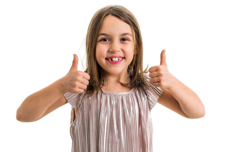 Retrato da menina feliz que faz os polegares acima do gesto na c?mera fotos de stock