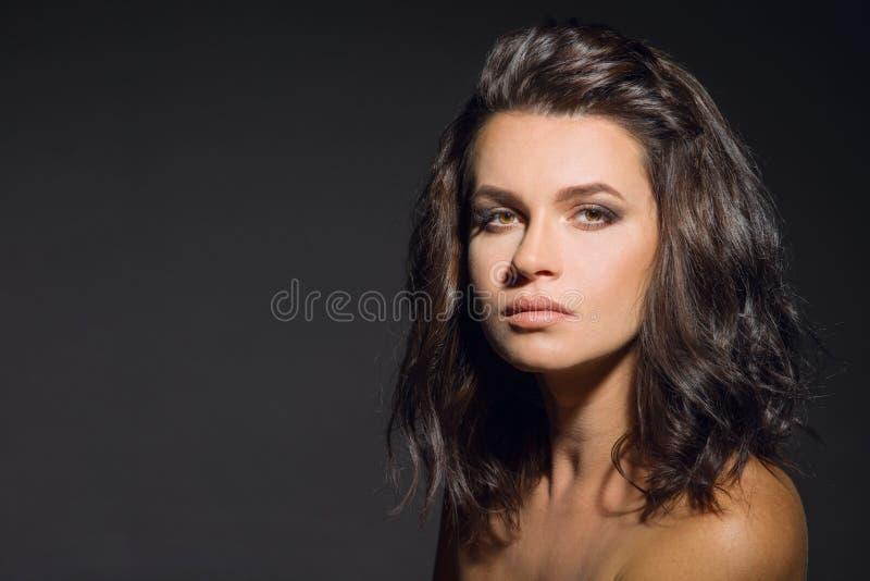 Retrato da menina moreno foto de stock royalty free