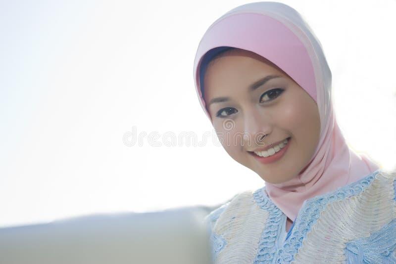 Retrato da menina muçulmana fotos de stock