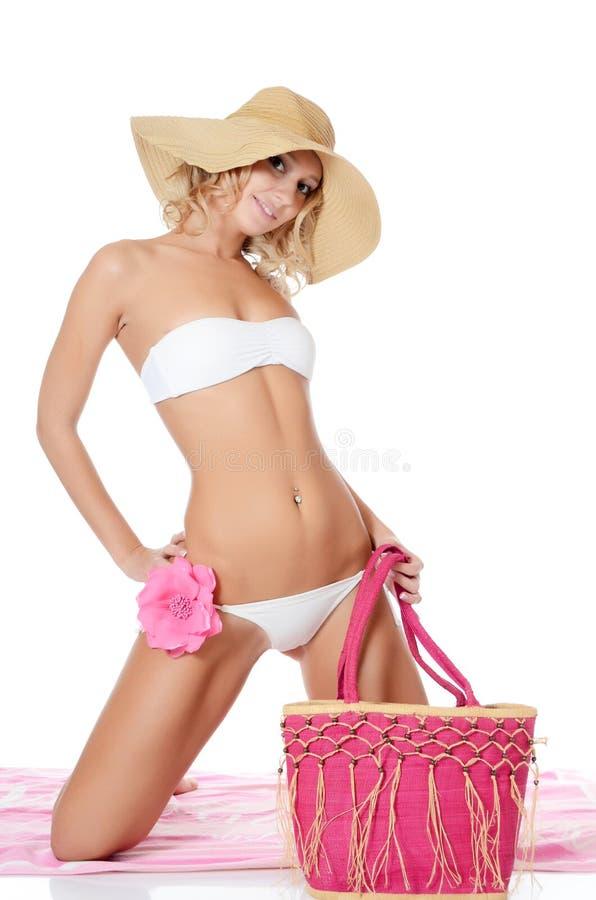 Retrato da menina no chapéu da praia imagens de stock royalty free