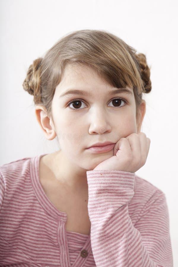 Retrato da menina pensativa imagens de stock