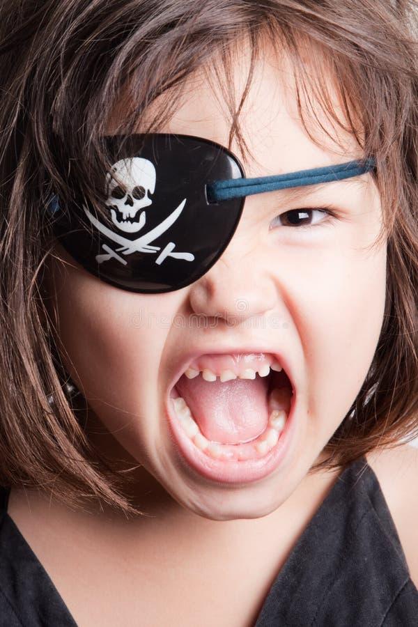 Retrato da menina pequena do pirata da menina asiática bonita foto de stock royalty free