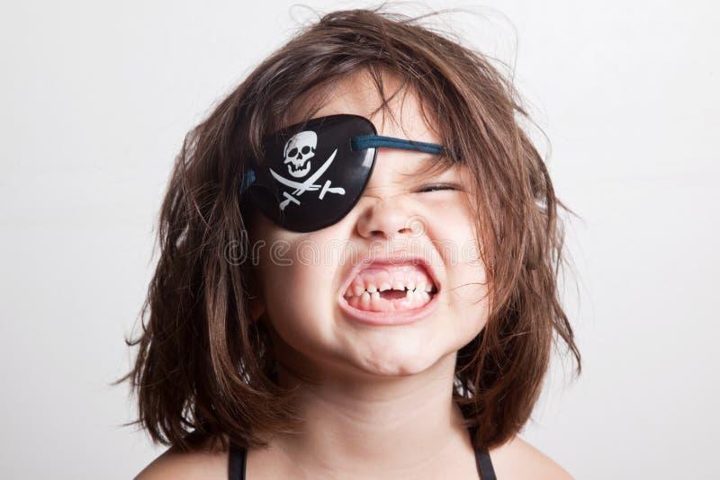 Retrato da menina pequena do pirata da menina asiática bonita imagem de stock royalty free