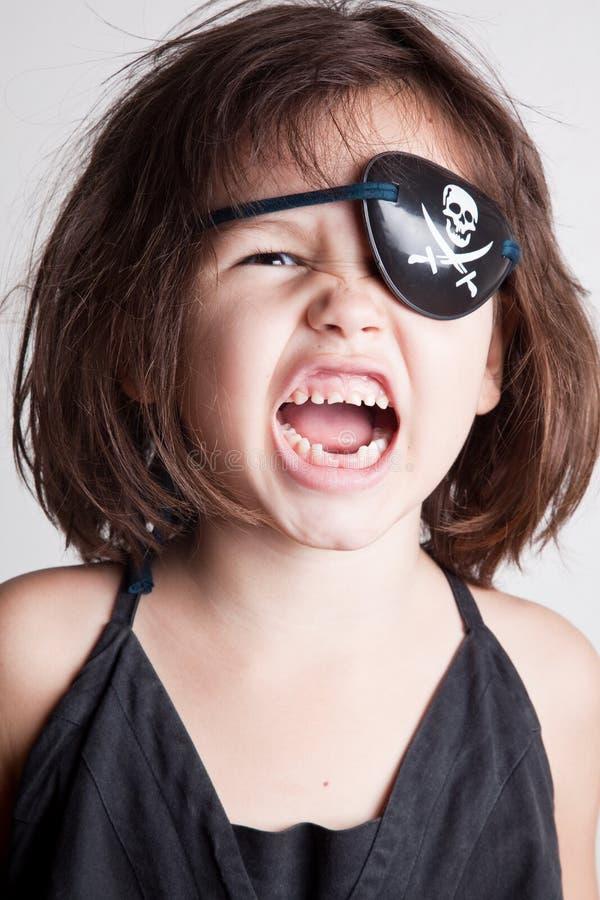 Retrato da menina pequena do pirata da menina asiática bonita fotografia de stock royalty free