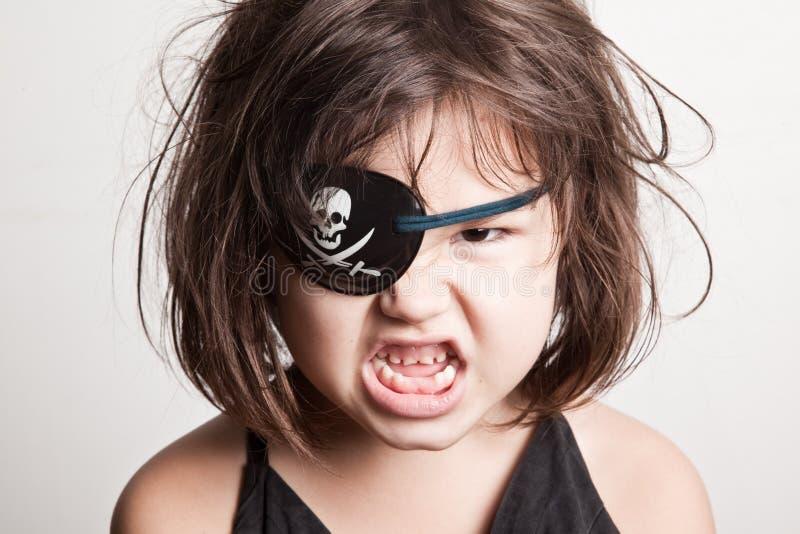 Retrato da menina pequena do pirata da menina asiática bonita fotografia de stock