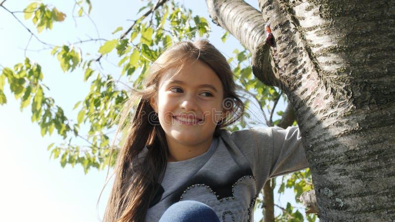 Retrato da menina smilling feliz imagem de stock royalty free