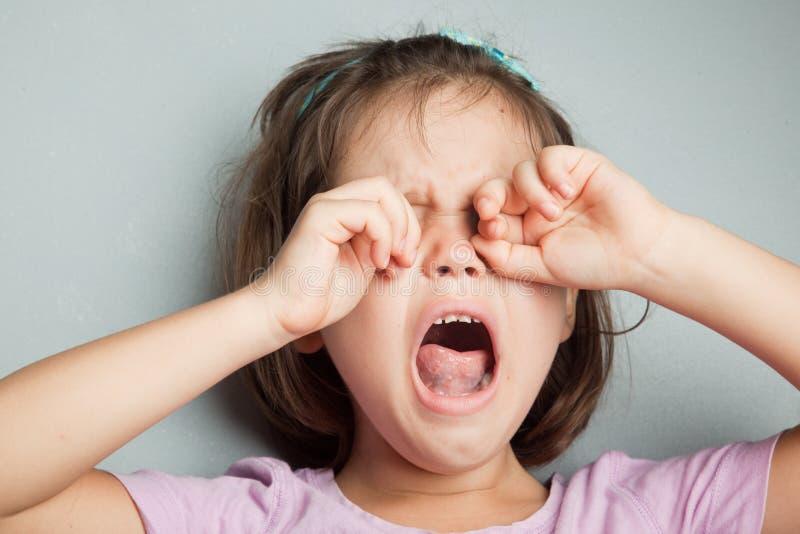 Retrato da menina sobbing imagens de stock royalty free