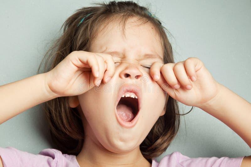 Retrato da menina sobbing asiática foto de stock