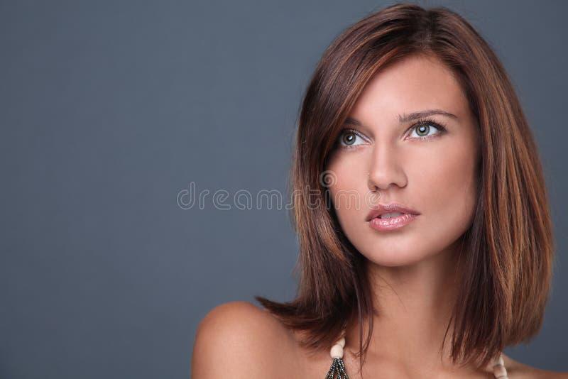Retrato da menina triguenha 'sexy' bonita fotos de stock royalty free
