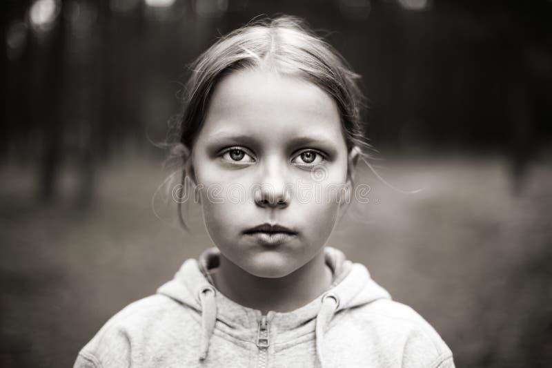 Retrato da menina triste fotografia de stock royalty free