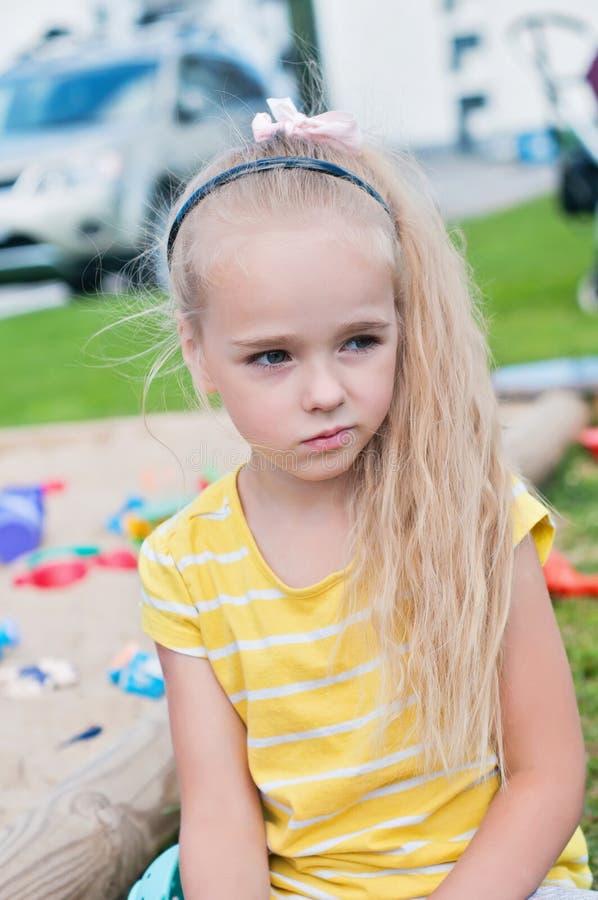 Retrato da menina triste bonita foto de stock royalty free