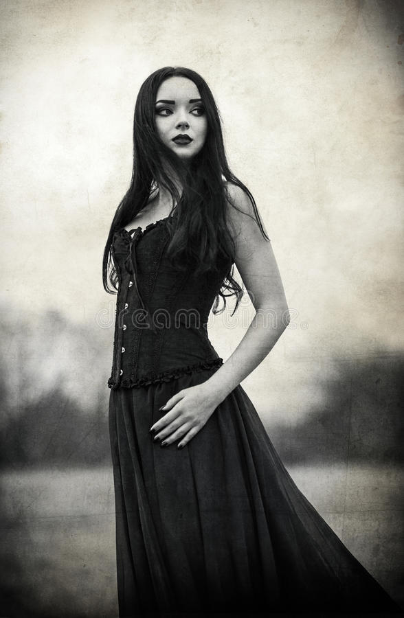 Retrato da menina triste bonita do goth Efeito da textura do Grunge foto de stock
