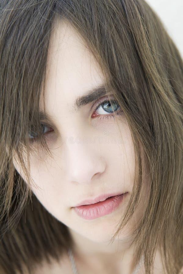 Retrato da menina triste séria com olhos azuis imagens de stock royalty free
