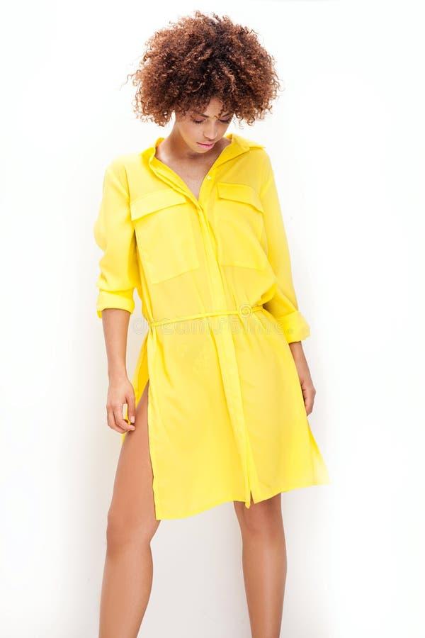Retrato da moça com afro fotos de stock royalty free