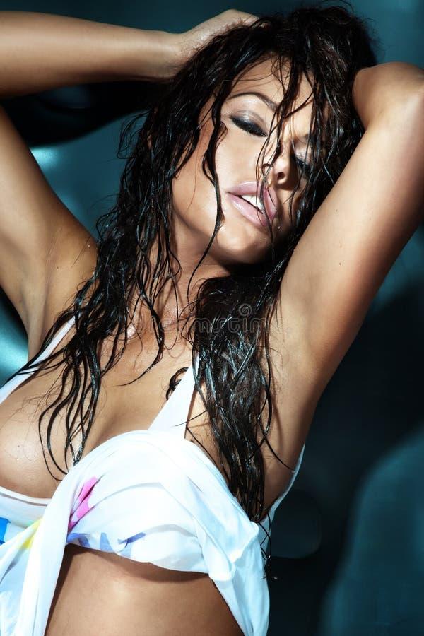 Retrato da morena 'sexy'. imagem de stock royalty free
