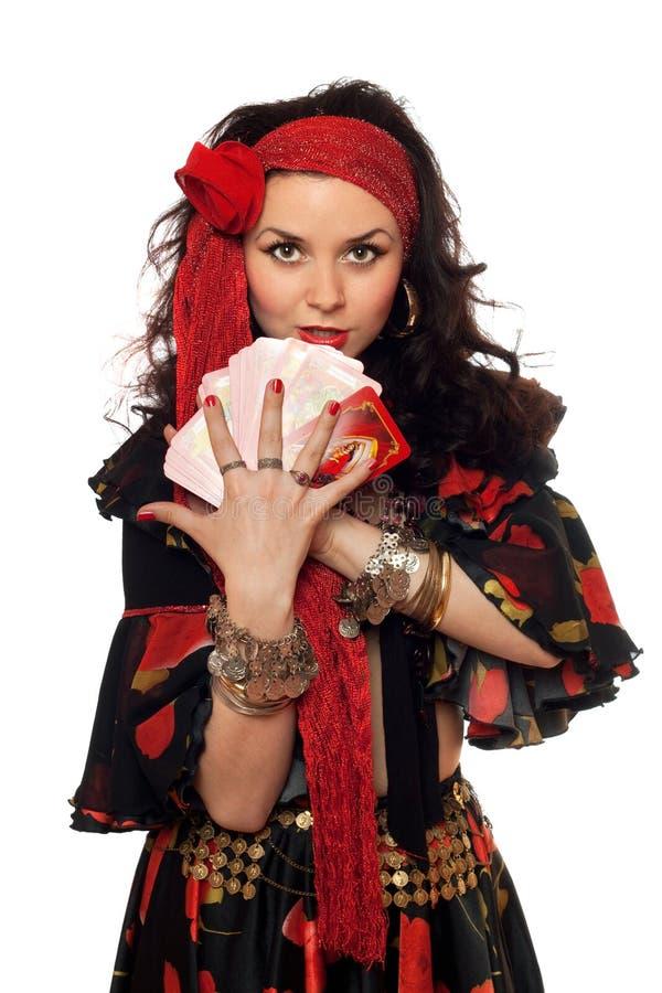 Retrato da mulher aciganada com cartões foto de stock royalty free