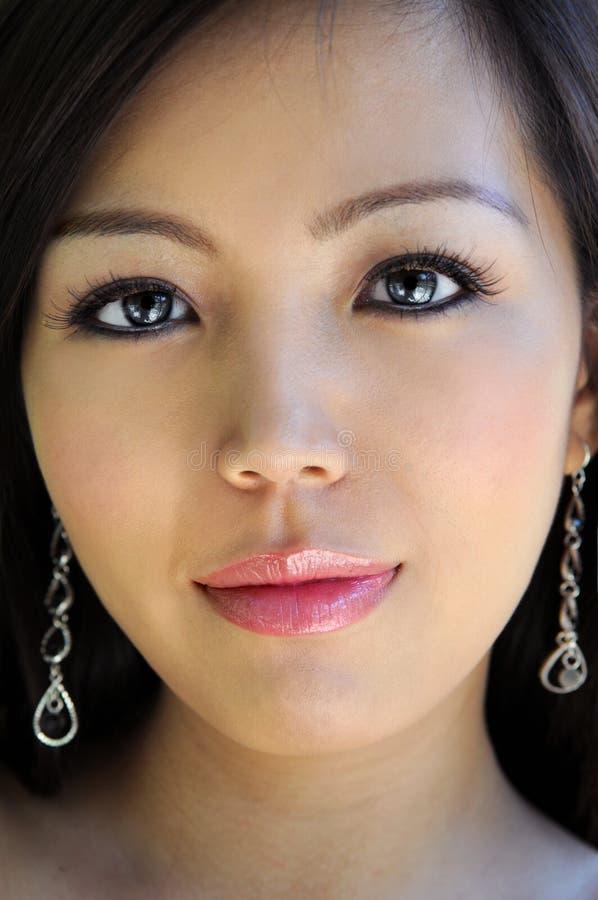 Retrato da mulher asiática bonita fotografia de stock