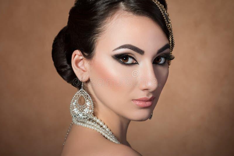 Retrato da mulher asiática bonita nova fotos de stock