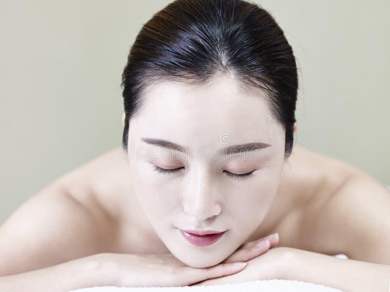 Retrato da mulher asiática nova imagens de stock royalty free