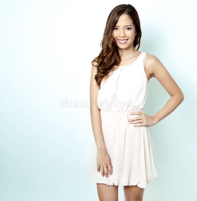 Retrato da mulher asiática nova bonita fotografia de stock royalty free