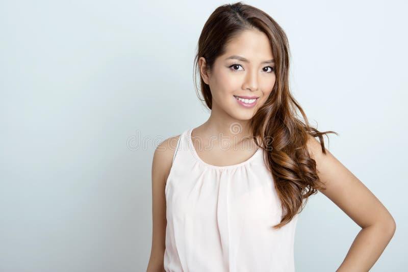 Retrato da mulher asiática nova bonita imagens de stock royalty free