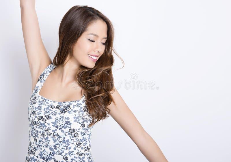 Retrato da mulher asiática nova bonita fotografia de stock