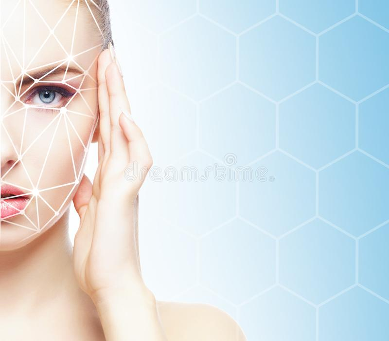Retrato da mulher atrativa com uma grade scnanning em sua cara Identificação da cara, segurança, reconhecimento facial, tecnologi imagens de stock
