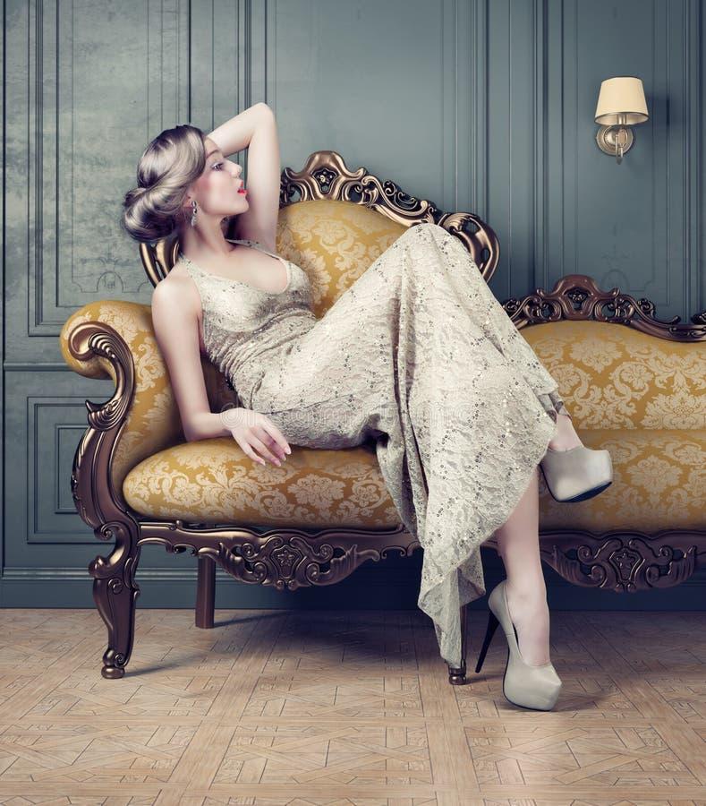 Retrato da mulher bonita fotografia de stock