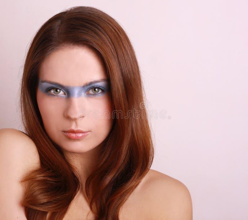 Retrato da mulher bonita atrativa foto de stock