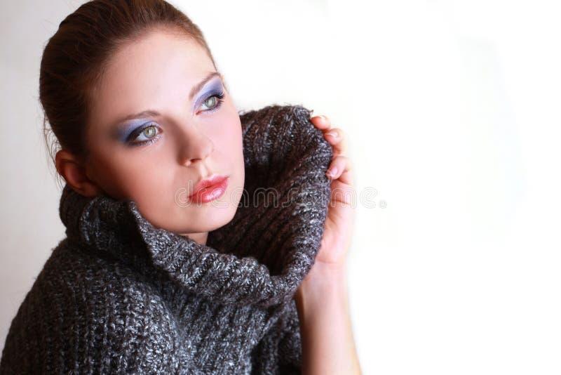 Retrato da mulher bonita atrativa fotografia de stock