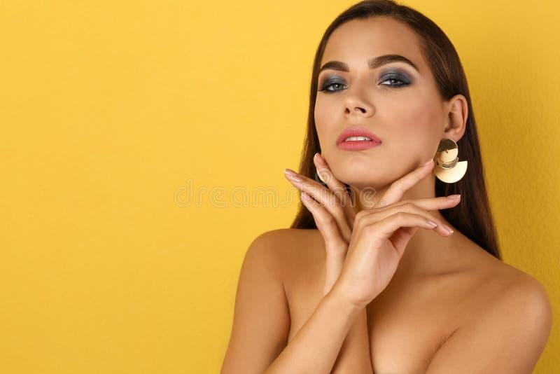 Retrato da mulher bonita com composição à moda fotos de stock royalty free