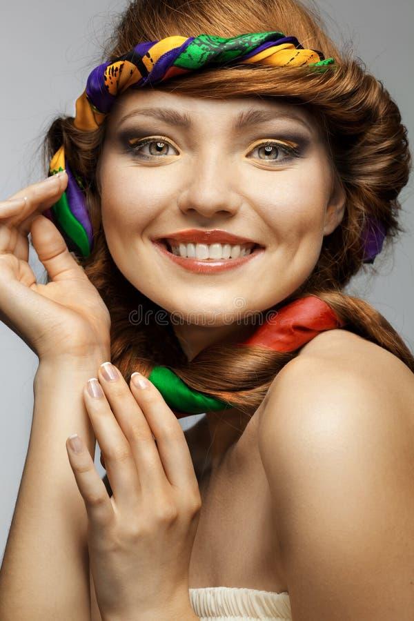 Retrato da mulher bonita de sorriso foto de stock royalty free