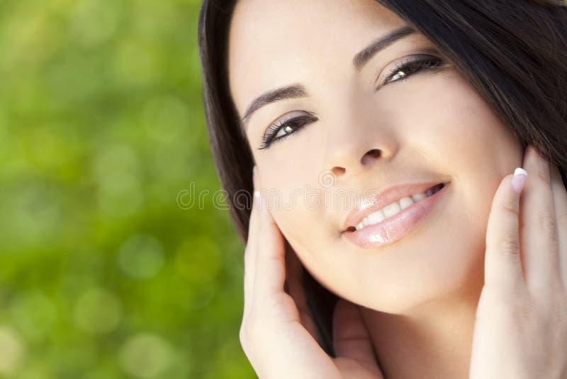 Retrato da mulher bonita do hispânico de Latina foto de stock royalty free