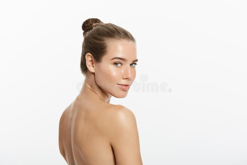 Retrato da mulher bonita, isolado no fundo branco foto de stock