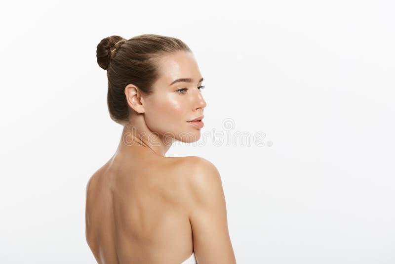 Retrato da mulher bonita, isolado no fundo branco fotos de stock