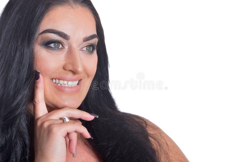 Retrato da mulher bonita no vestido preto isolado no fundo branco foto de stock royalty free