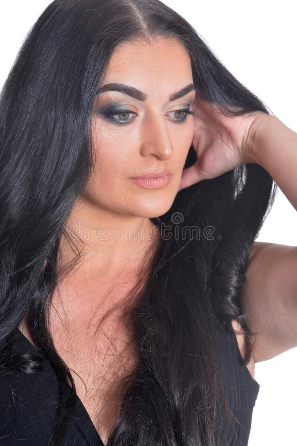 Retrato da mulher bonita no vestido preto isolado no fundo branco fotografia de stock royalty free