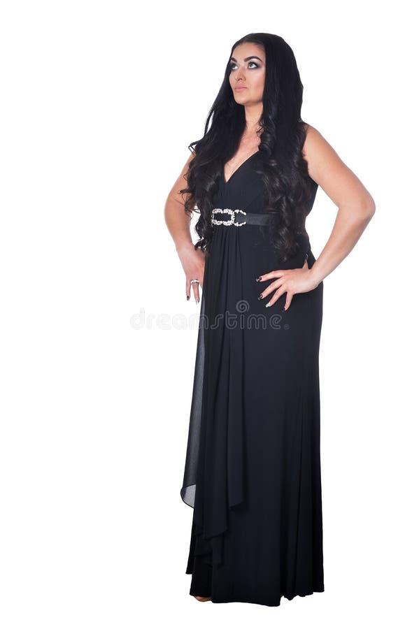 Retrato da mulher bonita no vestido preto isolado no fundo branco imagens de stock