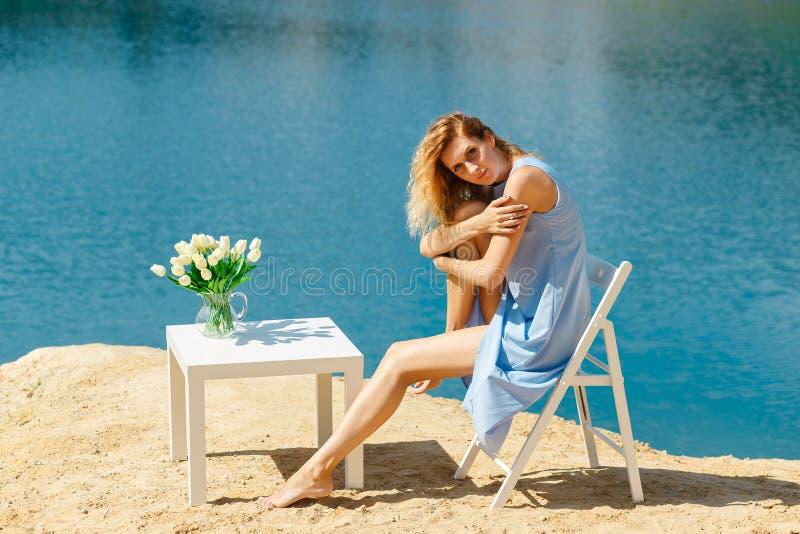 Retrato da mulher bonita nova foto de stock