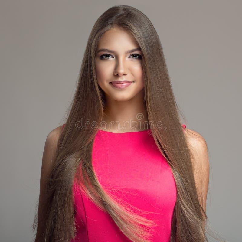 Retrato da mulher bonita nova Cabelo longo foto de stock royalty free